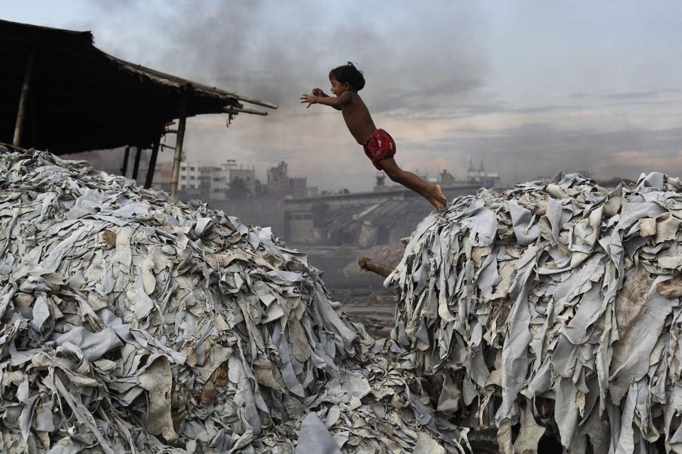 Производство кожи в Бангладеш (15 фото)