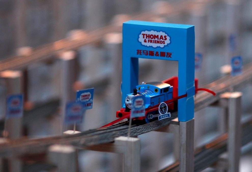 Китайцы собрали самую длинную игрушечную железную дорогу (4 фото)