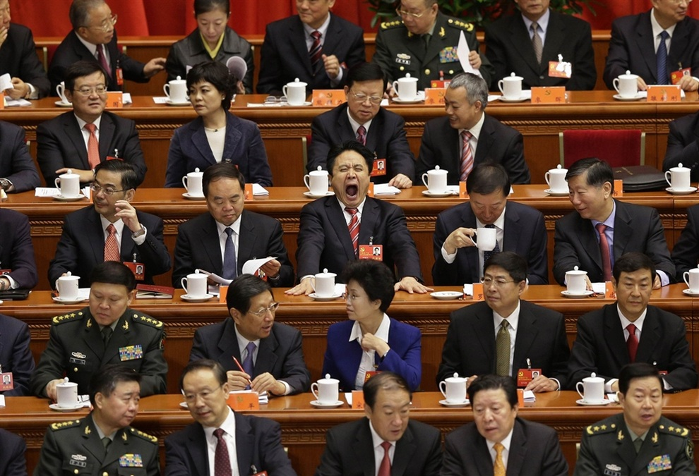 Один из делегатов сладко зевает во весь рот. (REUTERS/Jason Lee)