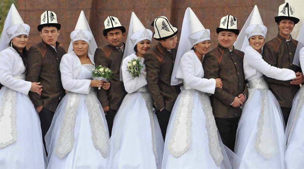 Массовая свадьба в Кыргызстане (3 фото)