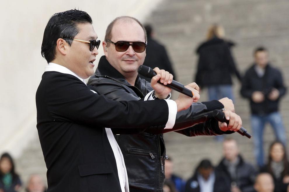 Автор «Gangnam Style» устроил флешмоб в Париже (6 фото + видео)