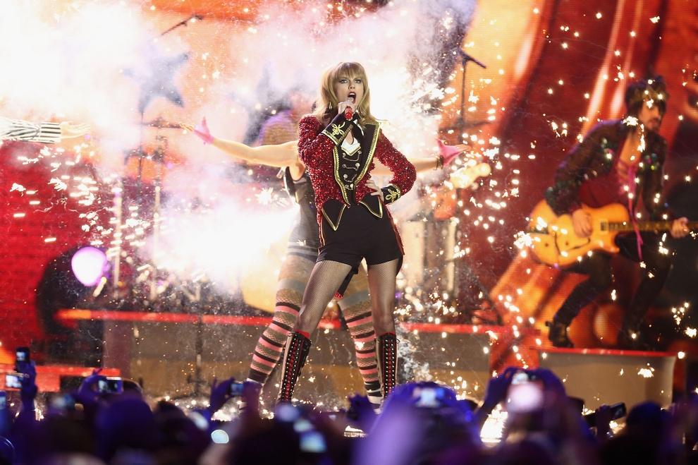 Церемония вручения премий MTV Europe Music Awards (23 фото)