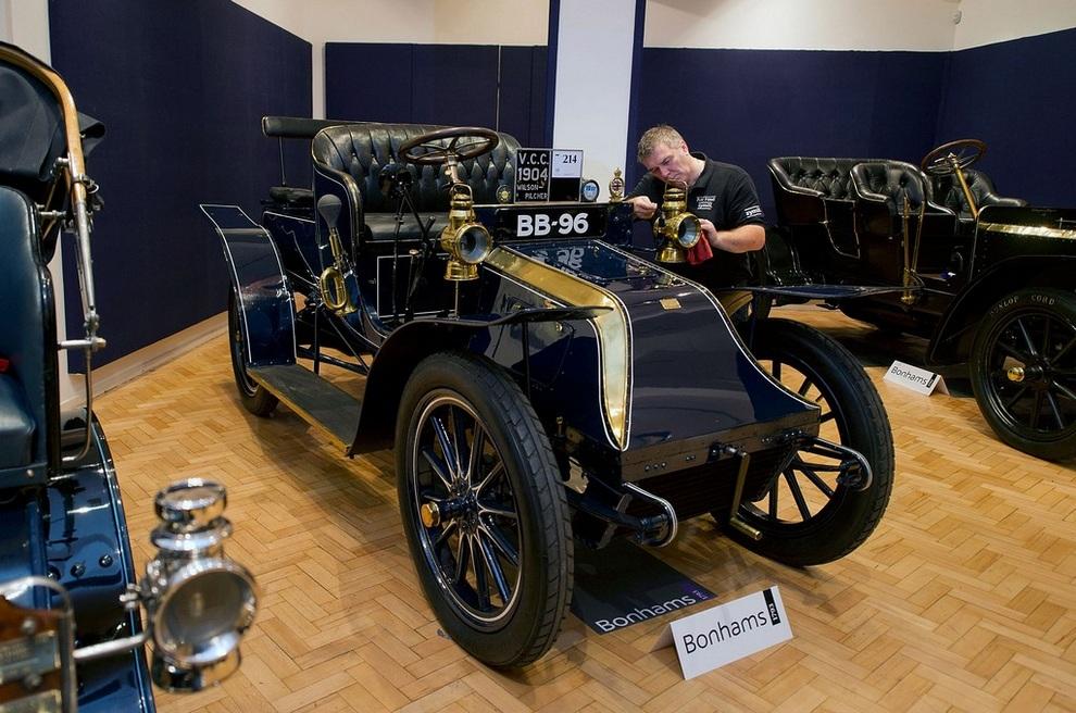 В Лондоне уйдут с молотка старейший Vauxhall, единственный Wilson-Pilcher и другие раритеты (10 фото)