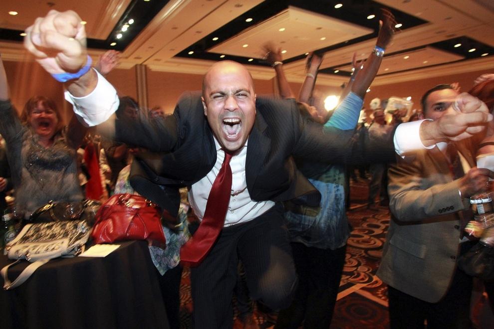 Аджай Нараян (Ajay Narayan) скачет от радости после объявления предварительных итогов выборов, Лас-Вегас. (Sam Morris/Las Vegas Sun)