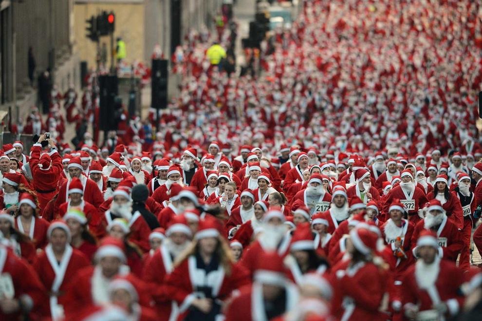 Забеги Санта-Клаусов охватили Европу (20 фото)