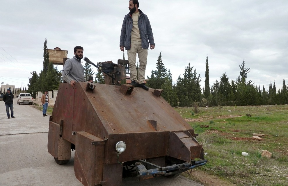 Боевая бронированная машина The Sham II в Бишкатине, на запад от Алеппо, Сирия. (HERVE BAR/AFP/Getty Images)
