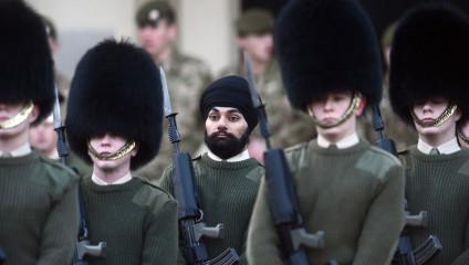 Гвардеец Ее Величества в тюрбане и с бородой (5 фото)