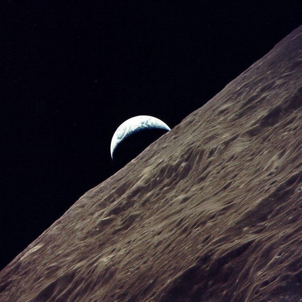 Последняя человеческая фотография Земли, сделанная пилотом Рональдом Эвансом (Ronald Evans) с борта космического корабля «Аполлон-17» на поверхности Луны. (Ronald Evans/NASA)