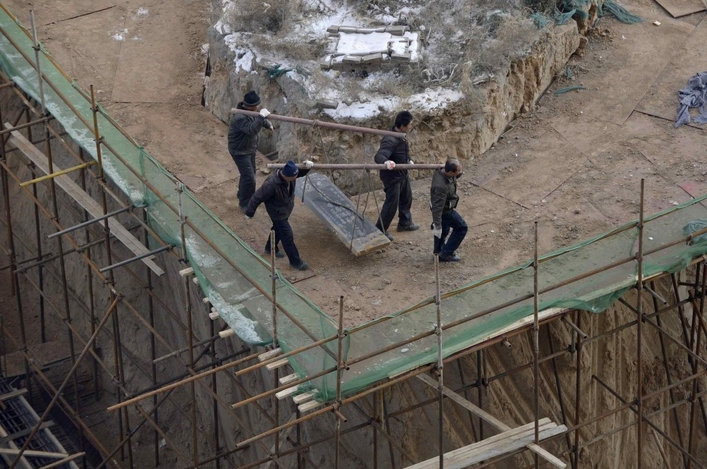 Стройплощадка и могила: Конфуз наконец-то разрешился (3 фото)
