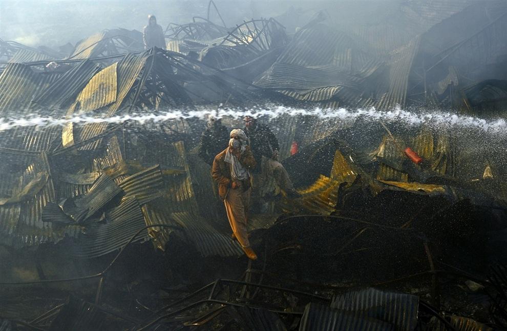 Рынок тканей в Кабуле был уничтожен пожаром (3 фото)