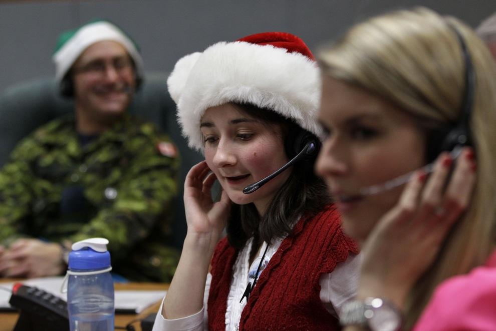 Приёмная Санта-Клауса в Командовании воздушно-космической обороны Северной Америки (4 фото)