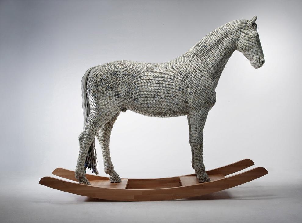 Троянский конь из клавиш (4 фото)