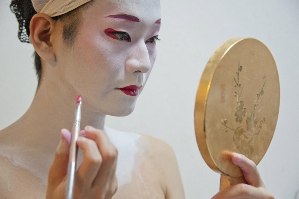 Эйтаро — единственный в Японии мужчина-гейша (13 фото)
