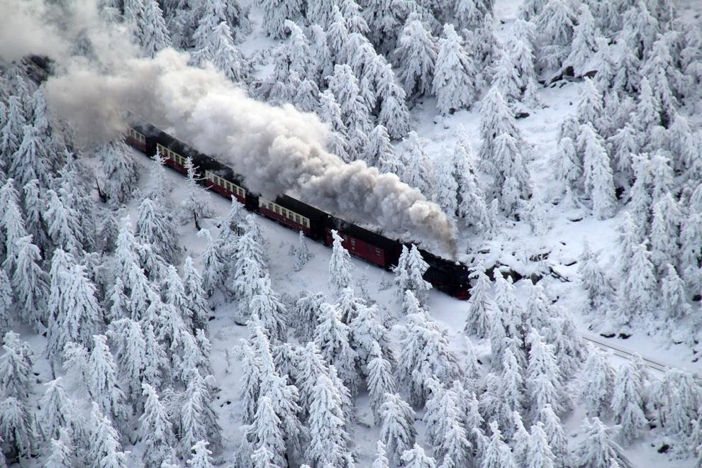 Снегопады терроризируют Евразию и Северную Америку (20 фото)