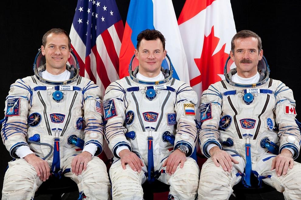 Томас Маршбёрн, Роман Романенко и Кристофер Хэдфилд. (NASA)
