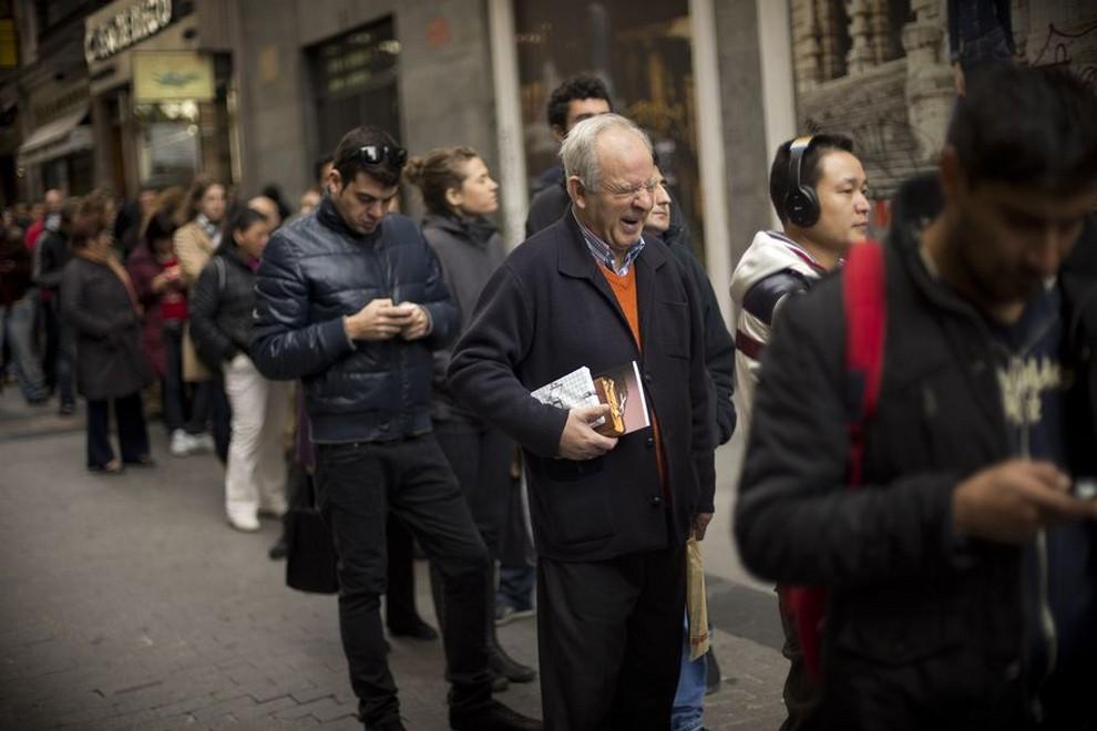 Испанцы разыграли рождественскую лотерею на сумму €2,5 млрд (10 фото)