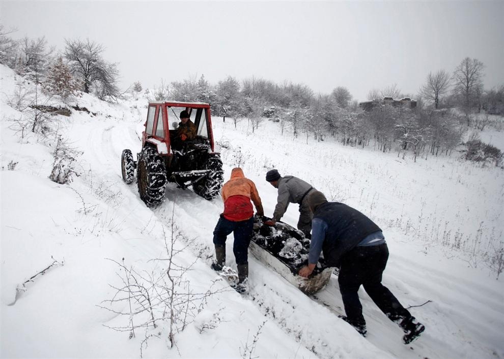 Добыча угля в деревне Страняни, Босния и Герцеговина. (REUTERS/Dado Ruvic)