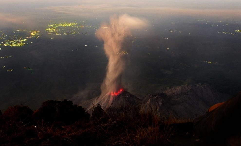 Топ-10 самых грандиозных извержений 2012 года (10 фото)