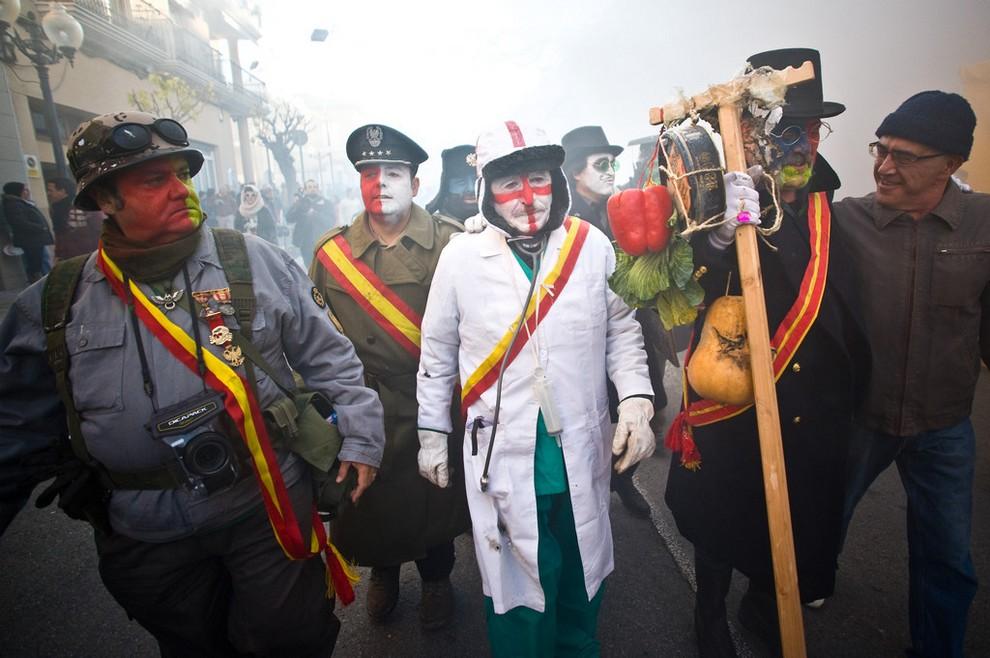 Фестиваль Els Enfarinats,  Иби, провинция Аликанте, Испания. (David Ramos/Getty Images Europe)