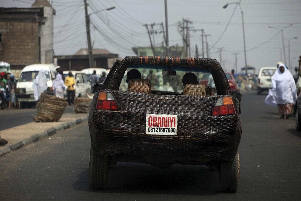 Плетённый автомобиль от умельца из Ибадана (4 фото)