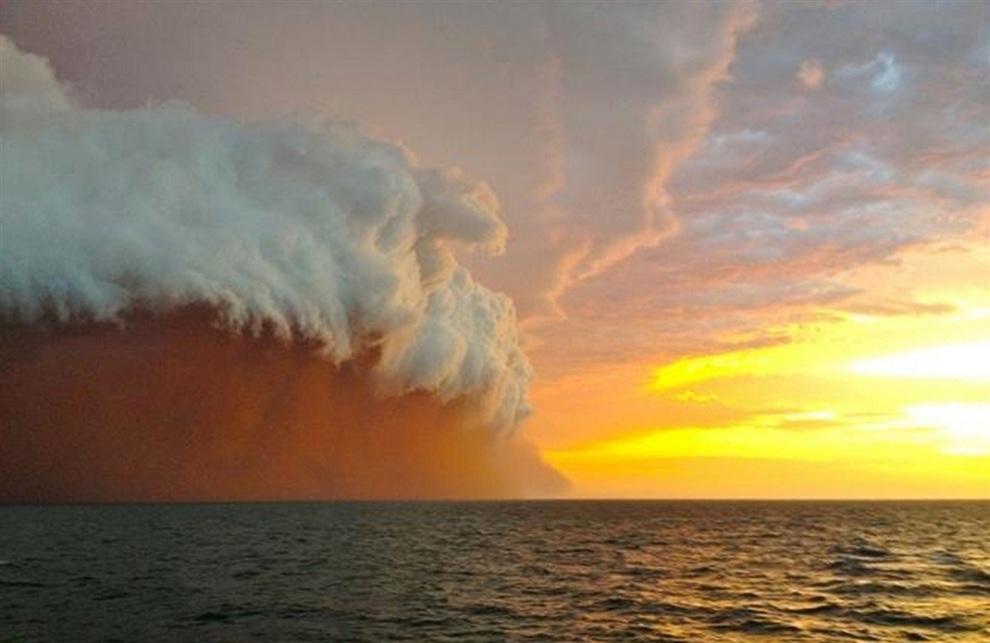 Причудливая пыльная буря на западном побережье Австралии (4 фото + видео)