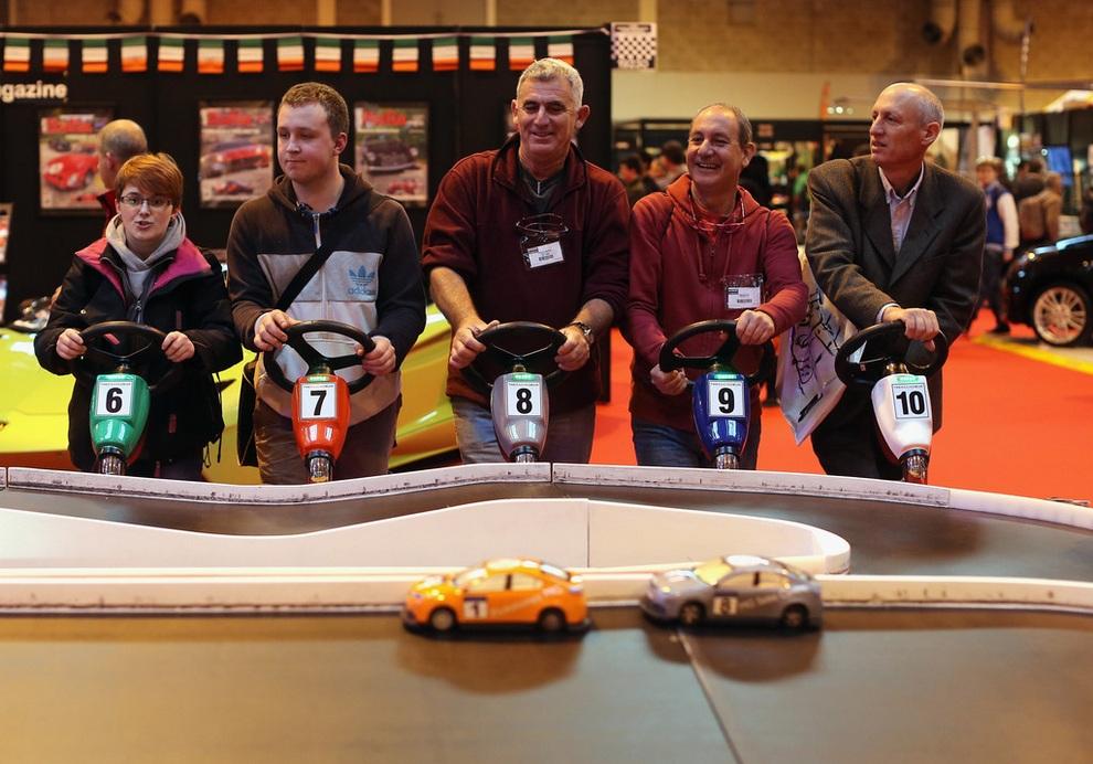 Международная выставка автоспорта в Бирмингеме (13 фото)