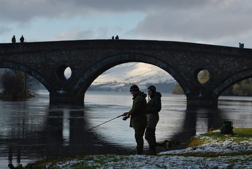 Шотландцы открыли сезон ловли лососевых (5 фото)
