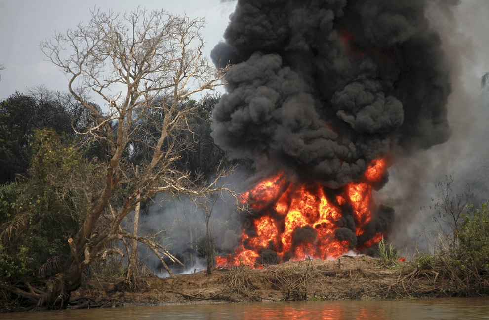 В погоне за нигерийской нефтью (20 фото)