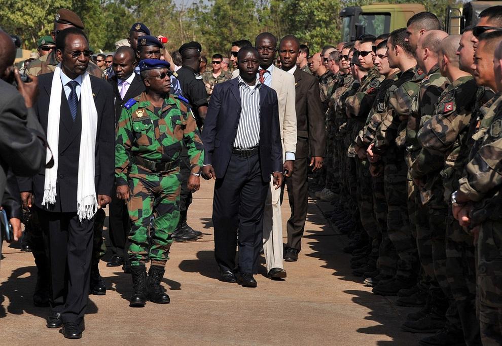 Франция начинает военную операцию в Мали (10 фото)