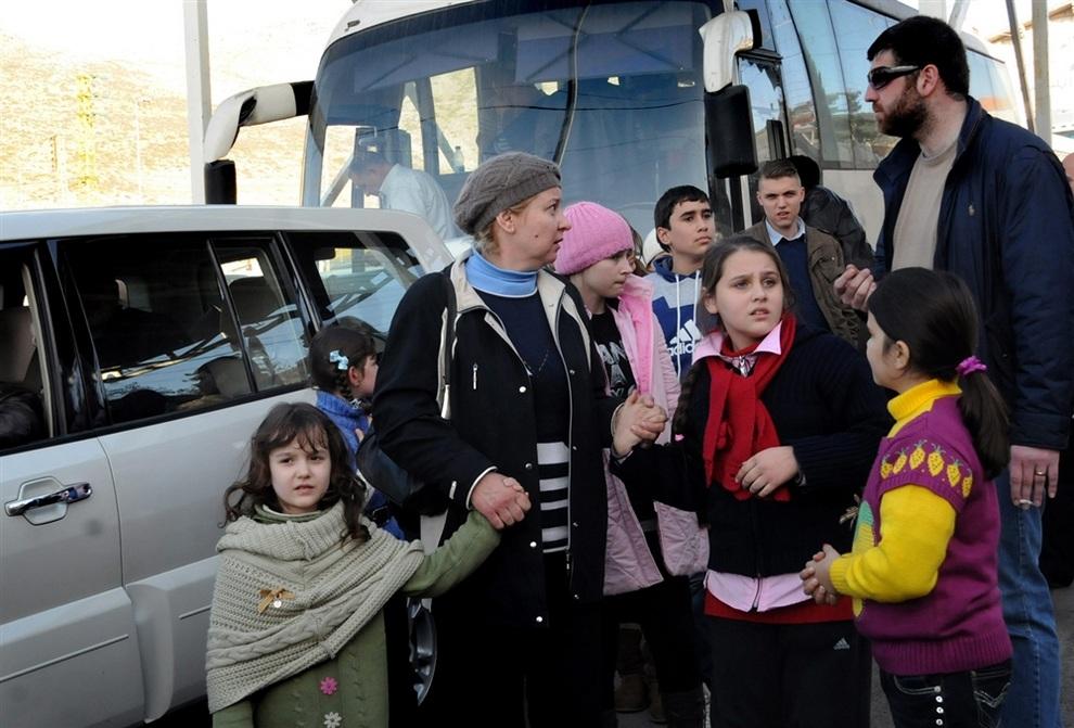 Россияне покидают Сирию (4 фото)