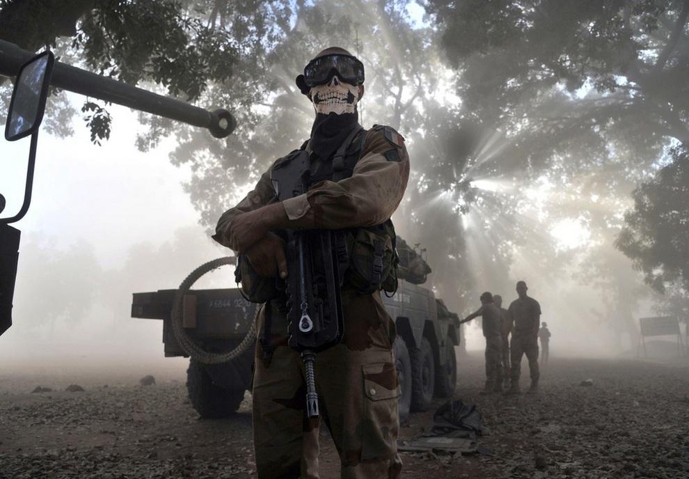 Французский солдат попал в немилость начальства из-за маски «Гоуста» (фото)