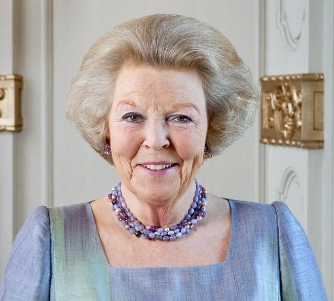 Королева Нидерландов отреклась от трона (20 фото + видео)