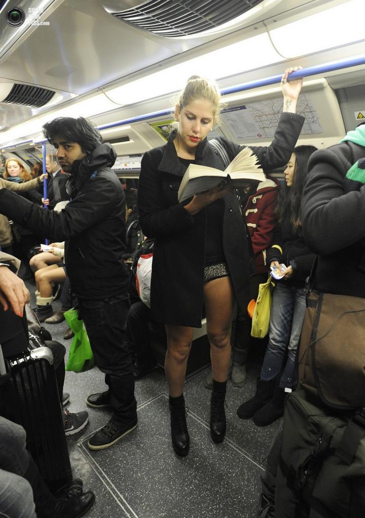 В метро лапают фото