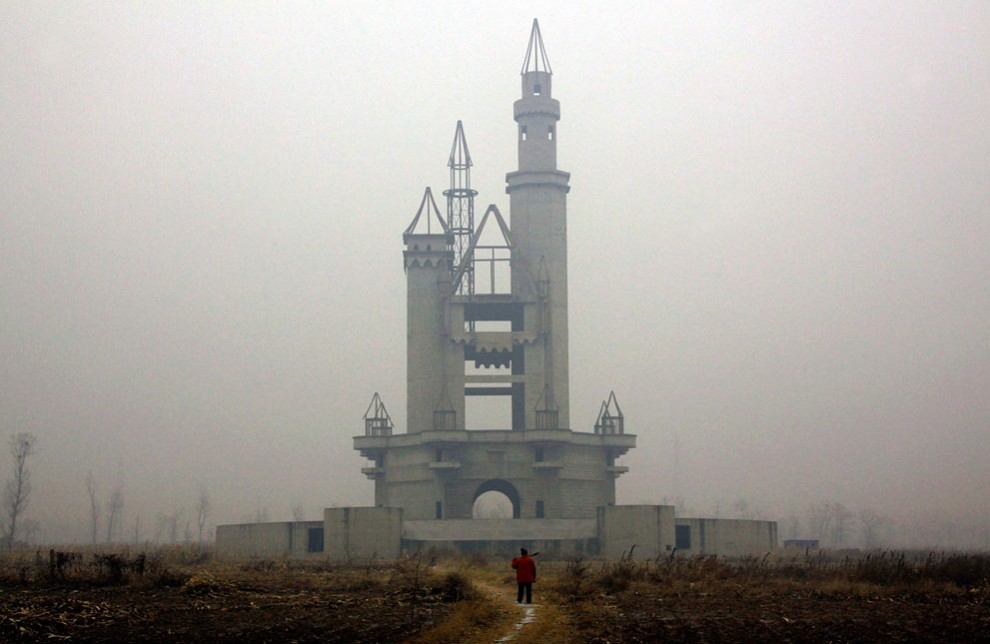 Заброшенная «Страна чудес» в Китае (15 фото)