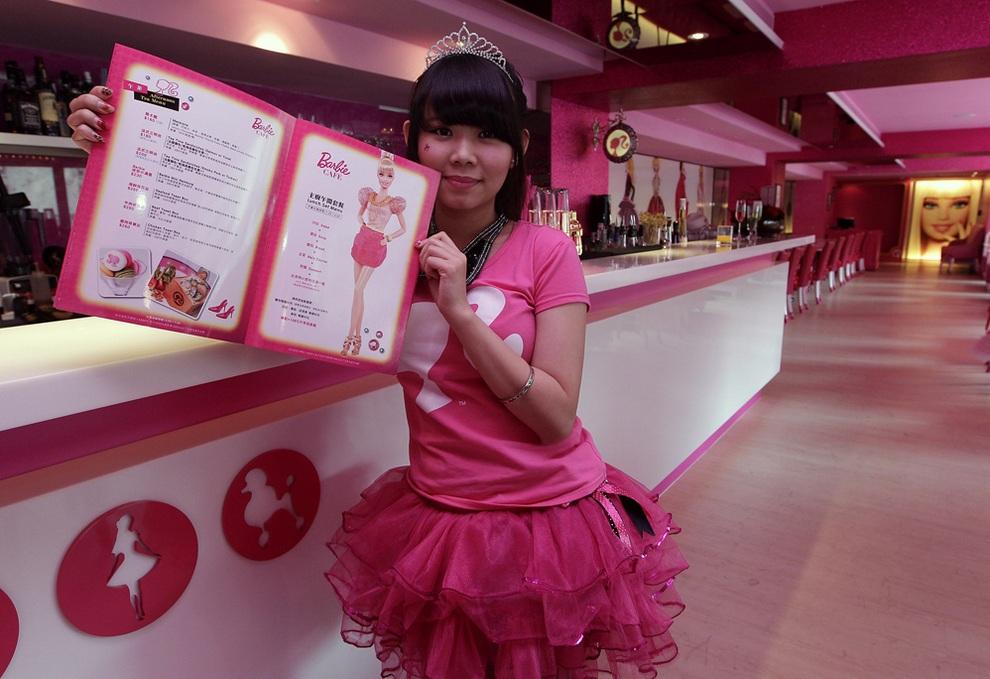 Первое в мире Барби-кафе (7 фото + видео)