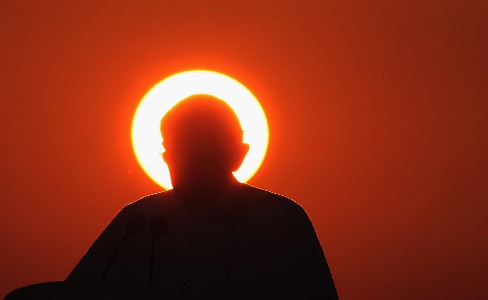Папа Римский Бенедикт XVI: Памятные моменты из жизни (25 фото)