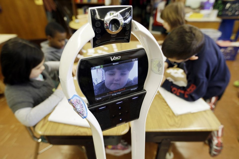 VGo — робот, который ходит в школу вместо больного мальчика (11 фото)