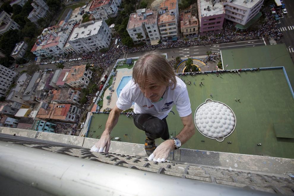 «Человек-паук» покорил отель Habana Libre (5 фото + видео)