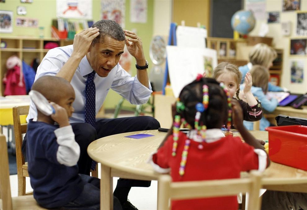 Барак Обама играет с дошкольниками (5 фото)