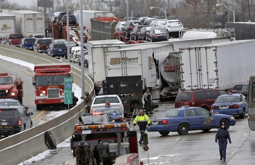 Масштабное ДТП в Детройте (7 фото)