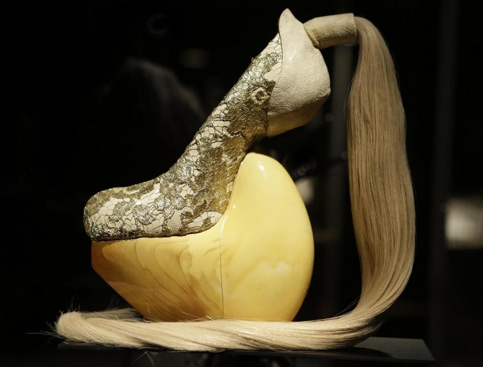 Самая безумная обувь современности (12 фото)