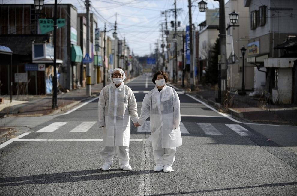 «Атомные беженцы» впервые посетили свой дом у АЭС Фукусима-1 (9 фото)