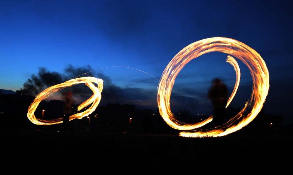 Огни болгарской Масленицы (3 фото)