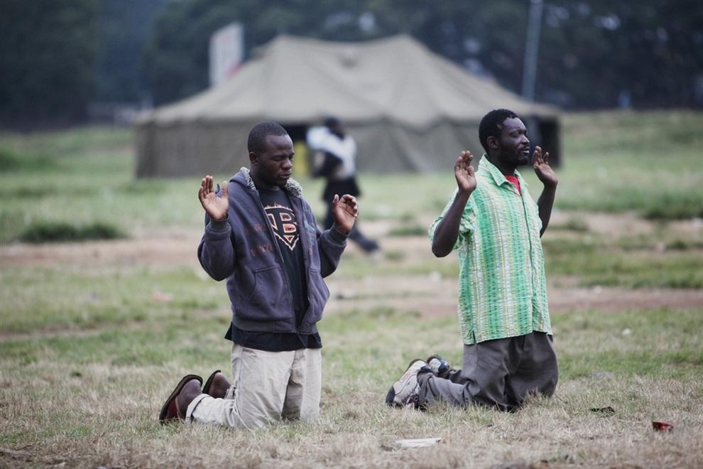 Зимбабвийцы проголосовали за новую конституцию (7 фото)