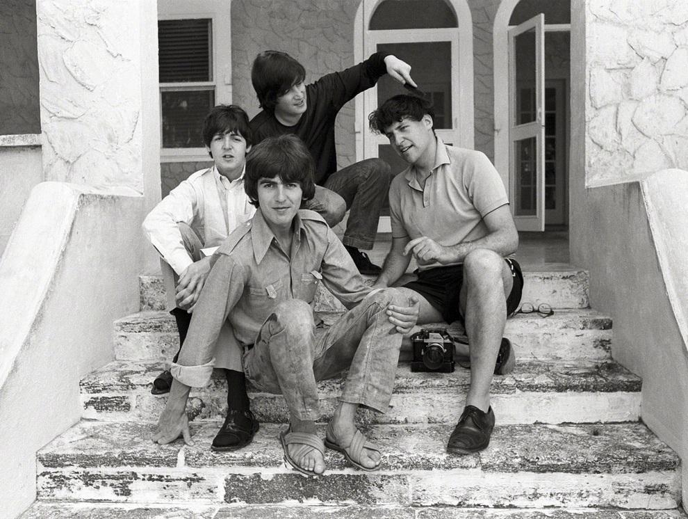 Мистер Гроссман (крайний справа) с участниками The Beatles. (Henry Grossman)