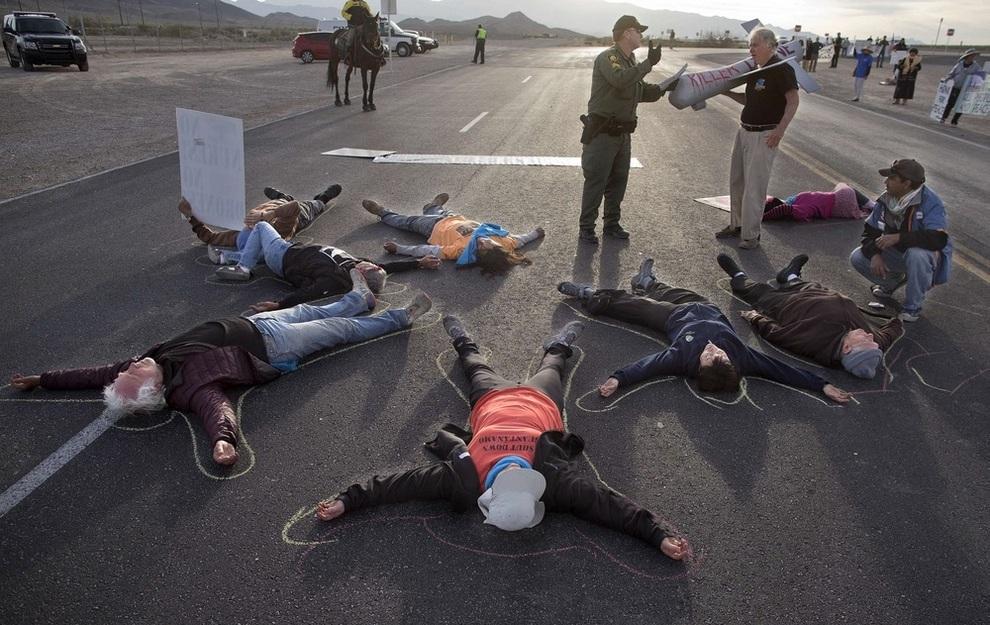 Протесты против «дронов» закончились арестами в Неваде (4 фото)