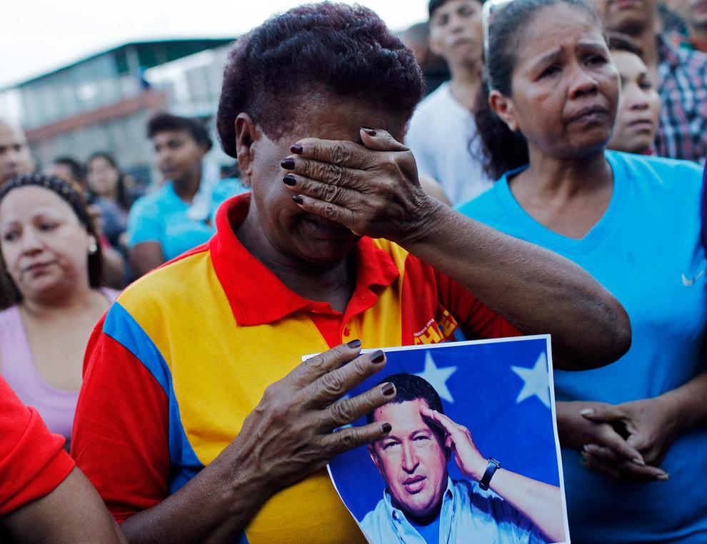 Венесуэльцы оплакивают Уго Чавеса (18 фото)