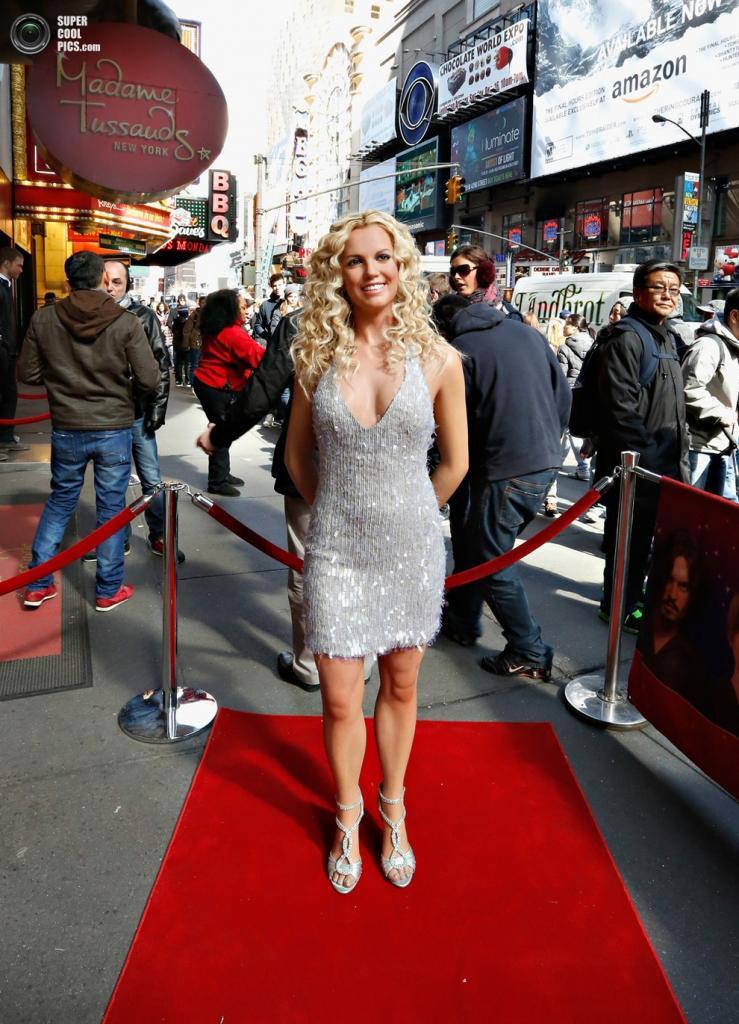 Восковая Бритни Спирс на красной дорожке. (Cindy Ord/Getty Images)