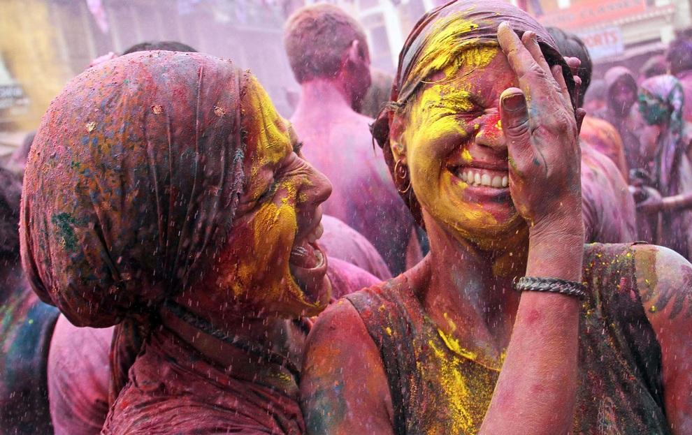 «Холи-2013»: Красочные индийские баталии (25 фото)