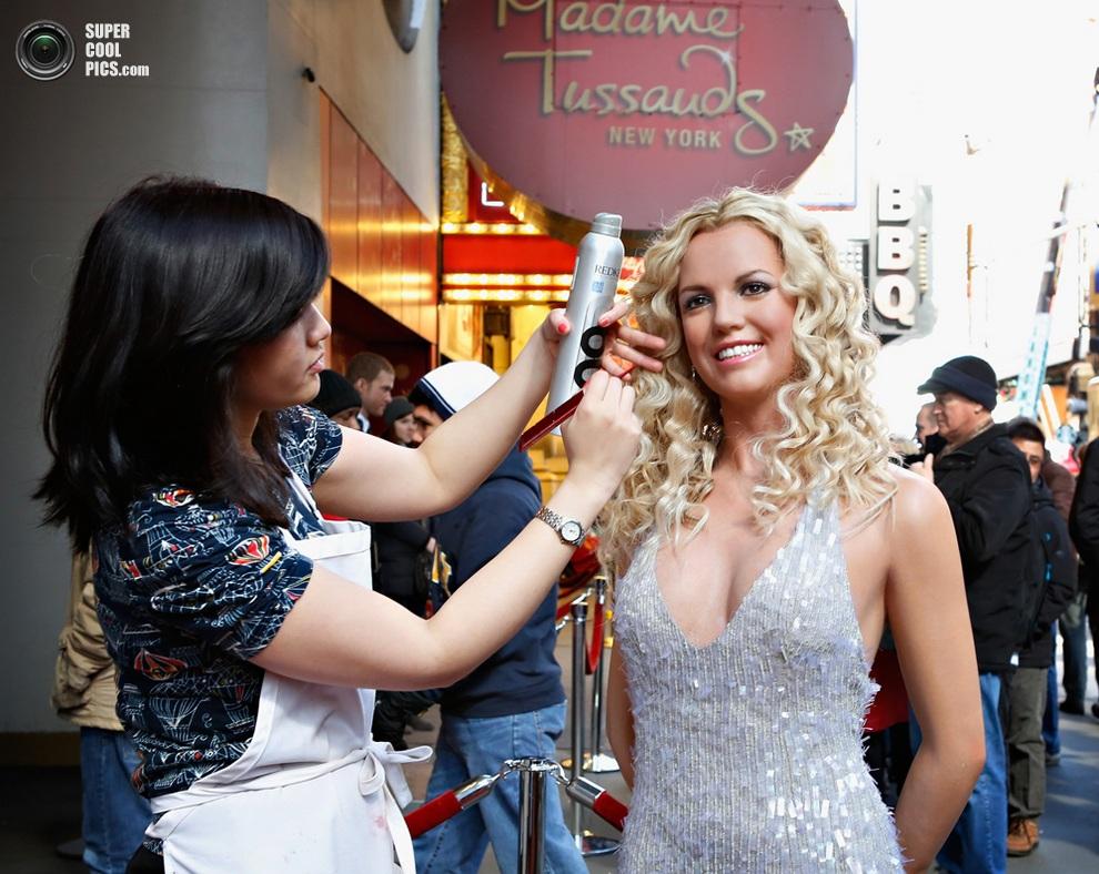 Торжественная презентация восковой фигуры Бритни Спирс на Таймс-сквер. (Cindy Ord/Getty Images)